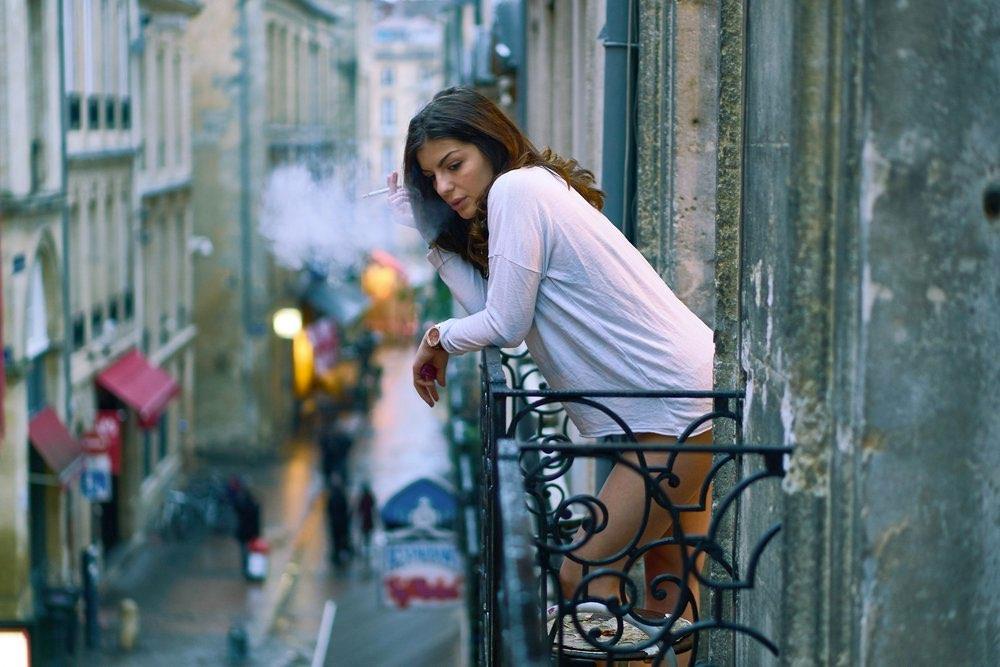 Smoking woman in Paris